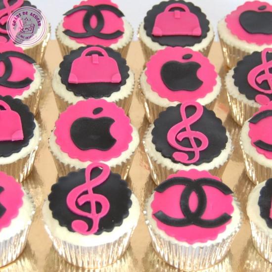 ... bolo chanel - Grãos de Açúcar - Bolos decorados - Cake Design  d92e328e1b7ed6 ... 31c56d785f
